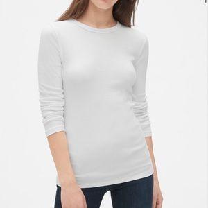 GAP Women's Modern Long Sleeve Crewneck T-Shirt